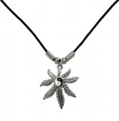 Anhänger Hanfblatt mit Yin Yang  Halskette