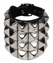 Rocker Armband Pyramidennieten