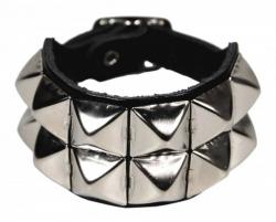 Pyramidennieten Armband