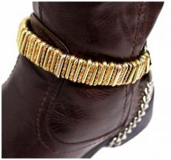 Schwarze Stiefelbänder mit Eisenringen